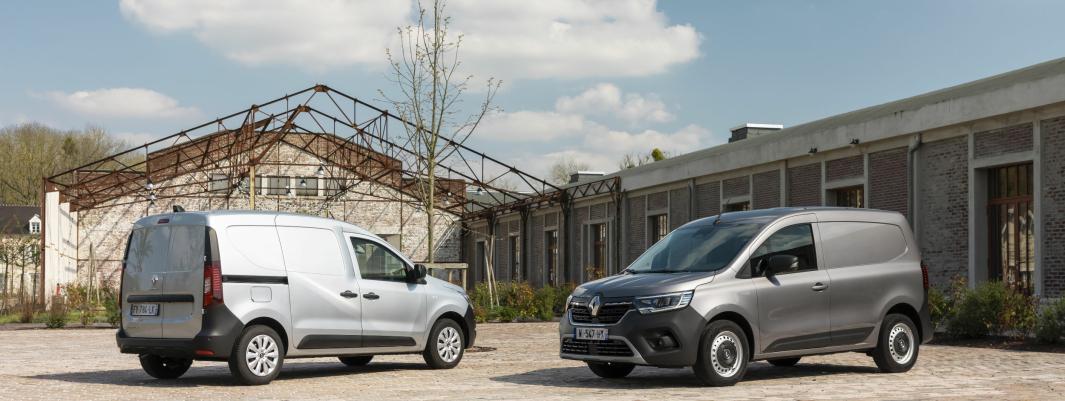 NYHETER: Nye Renault Express Van (t.h.) og Nye Renault Kangoo er vist frem. Førstnevnte er allerede på plass i Norge.