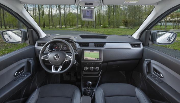 EXPRESS: Interiøret i Nye Renault Express har en sentralt montert åtte tommers skjerm.