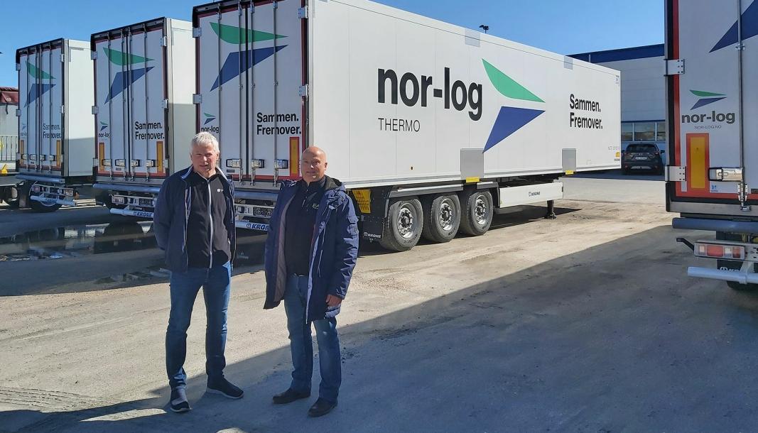 Ståle Gjerde (Nor-log-Group) ogKjell Didriksen (Nor-Log-Thermo) med de første av de nye kjøletrailerne fra Kone.