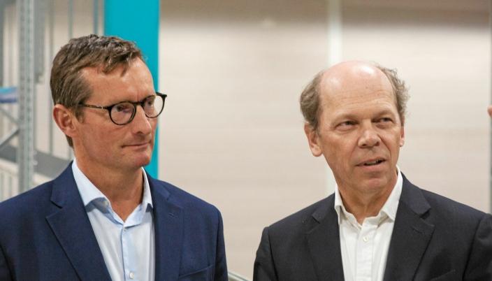 Thomas Krøyer (til venstre) sammen med styreformann i Leman Phillippe Ziegler under åpningen av Lemans lager i Vestby i 2018.