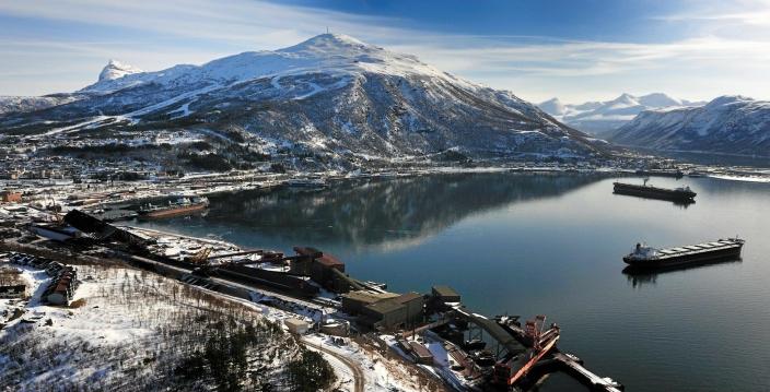 VAKKERT: Narvik har mye å by på, men havna dominerer både utsikten og næringslivet.