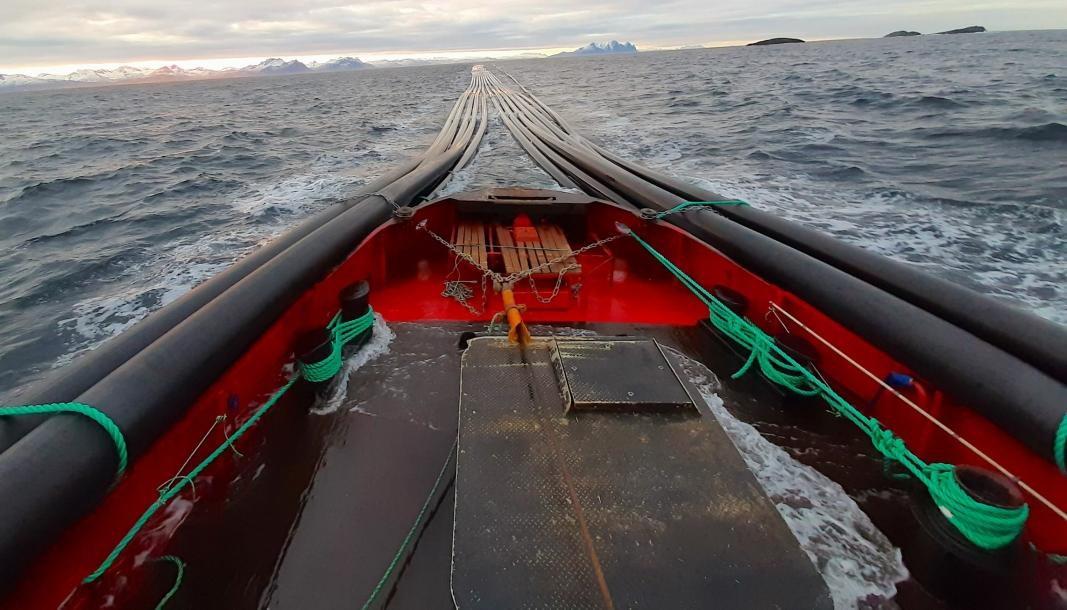 LANG TRANSPORT: Det er neppe mange enn Helgeland Plast AS i Norge som tidvis bestiller slep av «superrør» med en diameter på fra 800 til 1200 millimeter, der slepelengden kan være 500 meter og bredden på slepet 12 meter