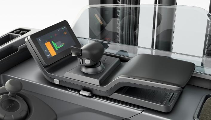 OPPGRADERT: Ny touchskjerm med mye informasjon og forbedret ergonomi og styresystem, skal gjøre opplevelsen mye bedre for føreren.