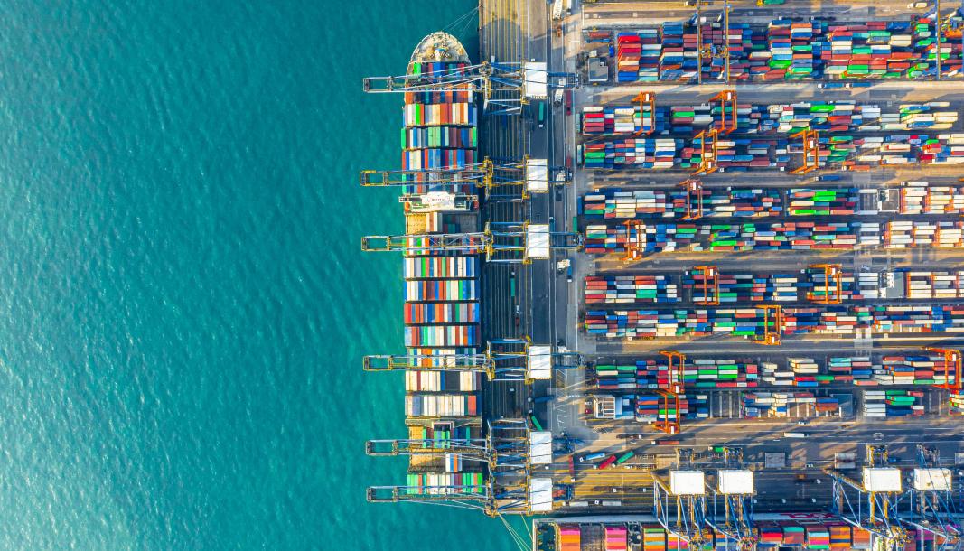 ETTERTRAKTET: Containere er blitt mangelvare. Selv om det ikke ser slik ut her fra havna i Hongkong.
