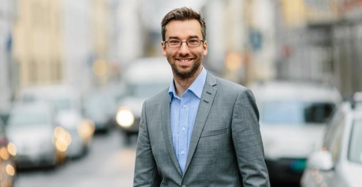 SJEFEN FOR DET HELE: Alexander Haneng, direktør for digital innovasjon i Posten, vil gjerne ha kundene med på laget når nye konsepter skal prøves ut.