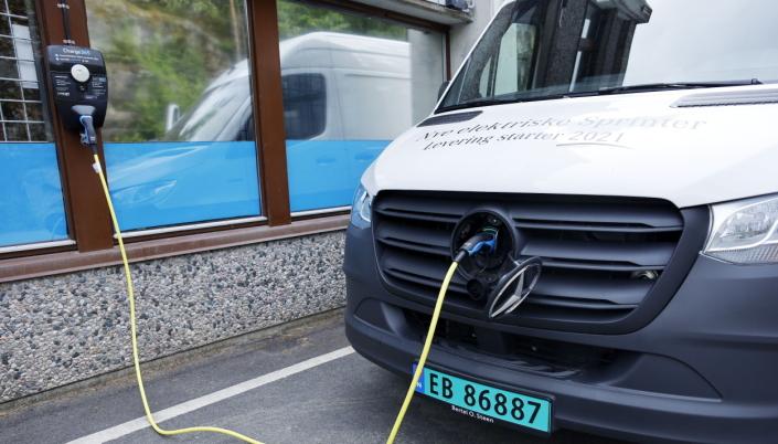 OMBORDLADER: Ombordladeren er på 7,4 kW, men bilen tillater inntil 80 kW hurtiglading, noe som gir fra 10-80% batterikapasitet på 25 minutter.