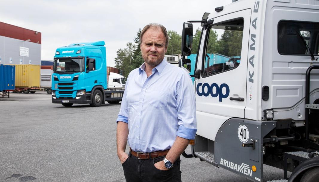 Jarle Kjelingtveit i Coop Faghandel ser seg nødt til å sette selskapets containere på biler til Nord-Norge fremfor å bruke toget.