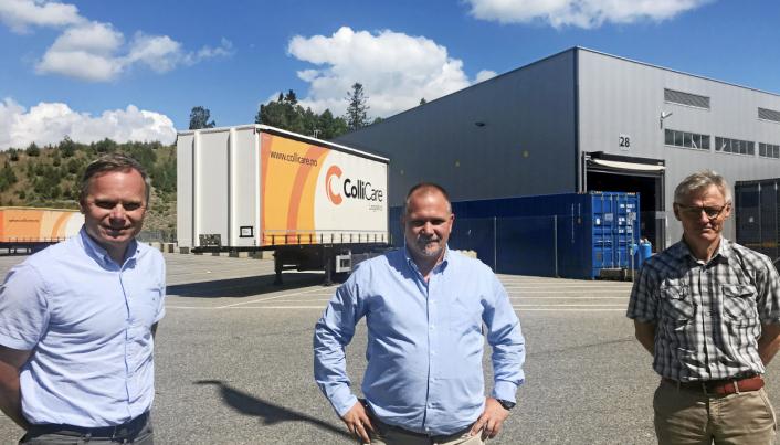 GLEDER SEG TIL SPENNENDE SAMARBEID: Fra venstre: Odd Hannestad, logistikkdirektør Ahlsell, Tom Erik Hauger, styreleder i ColliCare, Trond Høyer, transportsjef Ahlsell.
