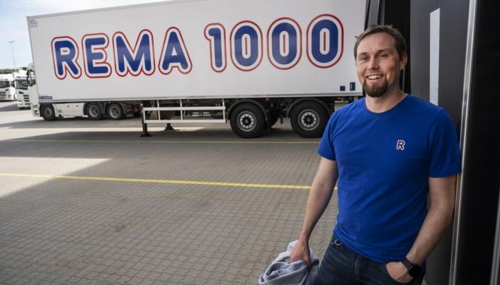 TEST: Transportsjef Tommy Røssel Larsen i Rema 1000 Distribusjon har gode erfaringer med de korte citysemiene fra Lambaret. De har fire og i tenkeboksen på å anskaffe to til.