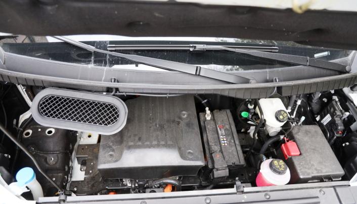 MOTOR: Med 200 hk under panseret var det mer enn nok kraft til de prøvelsene vi satte bilen på.