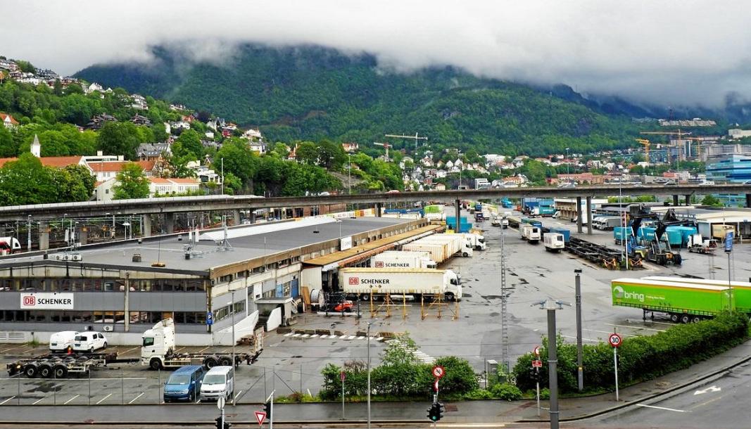 GOD IDÉ, ELLER?: Jernbaneterminalen på Nygårdstangen skal rustes opp, men samtidig kastes DB Schenker og PostNord ut. På Transport- og Logistikkdagen 2. september skal denne og andre logistikkløsninger i Bergen debatteres.