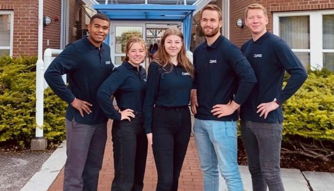 Molde-studentene Christoffer Newman (fra venstre), Emma Berg, Rebekka Strand Berg, Jonas Lunden og Ståle Hopsdal Davanger håper på hjelp til å finansiere turen tin til Transport&Logistikk.