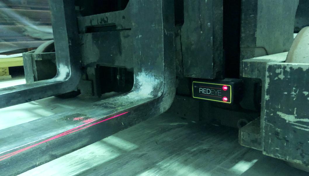 ENKELT: RedEye fra IQI Safety monteres enkelt og magnetisk rett på trucken. Her fra laseren som er montert hos Tore Ligaard i Trondheim.