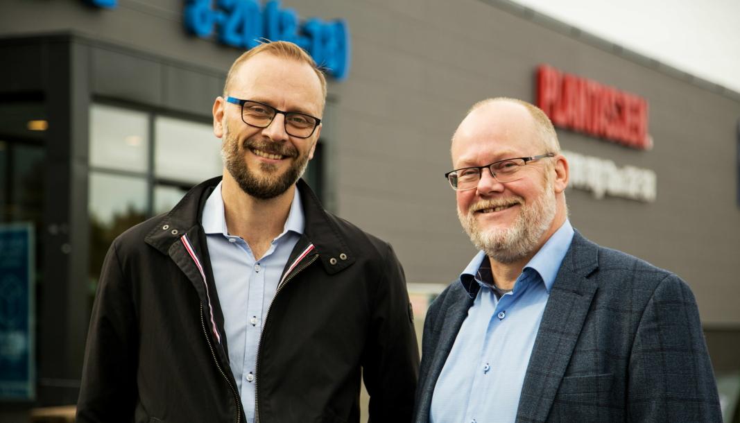 Steffen Larvoll (til venstre) og Tom Jarle Dehkes har begge lang erfaring fra både retail og salg av lagerautomasjon.