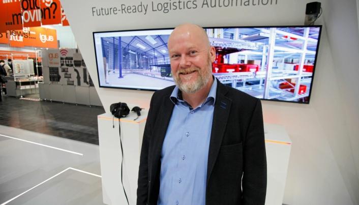 Tom Jarle Dehkes har i mange år solgt automatiserte lagerløsninger. Her på CeMAT-messen i Hannover 2018 som representant fra Swisslog.