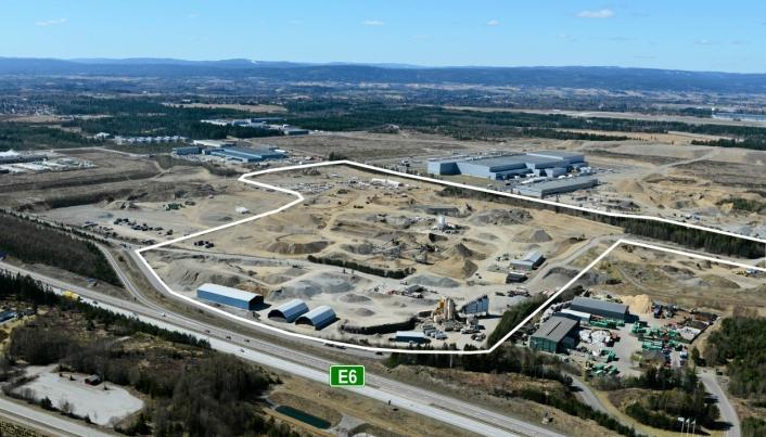 Det er på deler av dette området Sport Holdings nye lager nå skal bygges. Det grå bygget oppe til høyre er Coops sentrallager CLog. Flyfotoet er tre år gammelt og tatt under utviklingen av området.